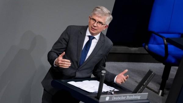 Ullmann (FDP): Kein politischer Handlungsbedarf bei TeleClinic und Zur Rose