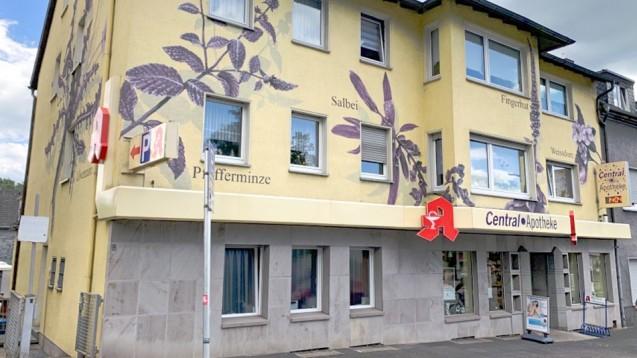 Kundenbindung der besonderen Art: Fußballaktion der Central-Apotheke in Witten. ( r / Foto: Dr. Erol Yilmaz)