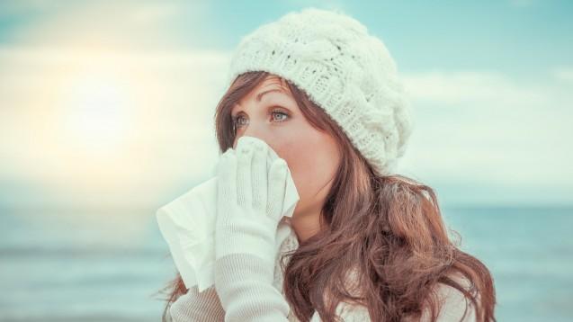 Wie erkennt man, ob man einfach erkältet ist oder sich die Influenza, Virusgrippe, eingefangen hat? Und was hilft bei Grippe am besten? Die FDA gibt Patiententipps. (s / Foto: detailblick-foto / stock.adobe.com)