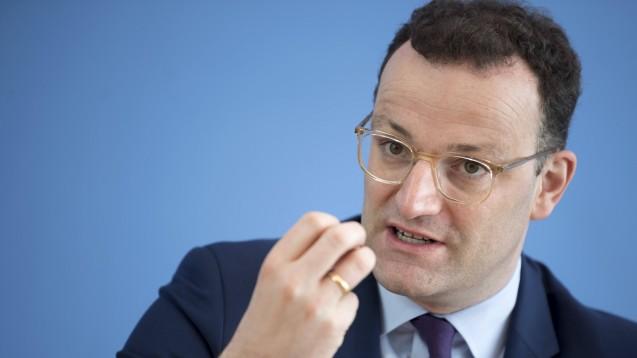 Bundesgesundheitsminister Jens Spahn (CDU) versprach den Apothekern im Gespräch mit AKWL-Präsidentin Gabriele Regina Overwiening, sich weiter in Brüssel für die Gleichpreisigkeit im Rx-Sektor einsetzen zu wollen. (Foto: Imago/IPON)