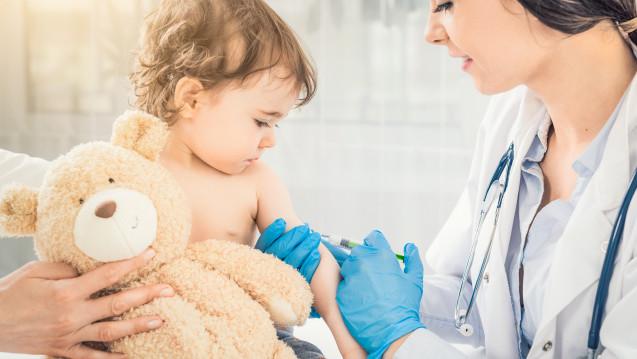 Kinder ab sechs Monaten können künftig auch mitVaxigrip Tetra® geimpft werden. (Foto: Redpixel / stock.adobe.com)