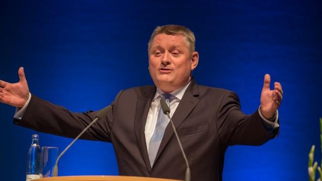 Sprunginnovation: Hermann Gröhe (CDU) meint, dass der Medikationsplan ein großer Schritt nach vorn sei. (Foto: Schelbert)