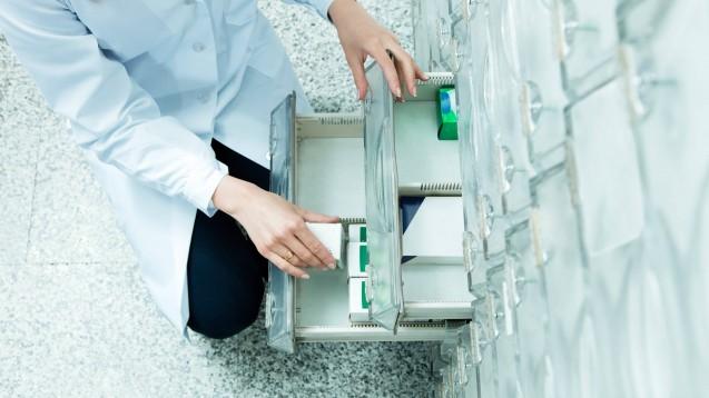 Tritt bei einem Rabattarzneimittel ein Engpass auf und ist lediglich ein Präparat zu bekommen, das über dem Festbetrag liegt, müssen die Krankenkassen jetzt die Mehrkosten tragen. (m / Foto: imago images / YAY Images)