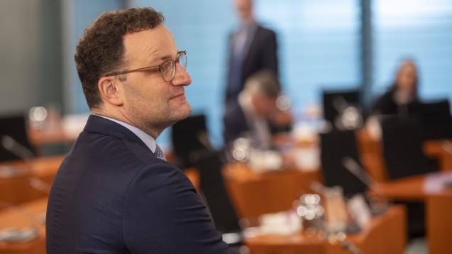 Morgen will das Bundeskabinett die Gegenäußerung der Bundesregierung zur Stellungnahme der Länderkammer zum VOASG beschließen. Wie es aussieht, werden die Ministerkollegen die Linie von Bundesgesundheitsminister Jens Spahn (CDU) weiter unterstützen: Sie lehnen das Rx-Versandverbot erneut ab. (c / Foto: imago images / Christian Thiel)