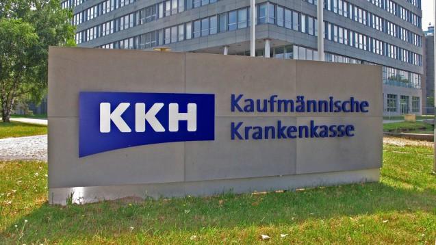 Die KKH schreibt derzeit Apotheker an, um über die aus ihrer Sicht korrekte Anwendung von Sonderkennzeichen zu informieren. (c / Foto: imago images / Rust)