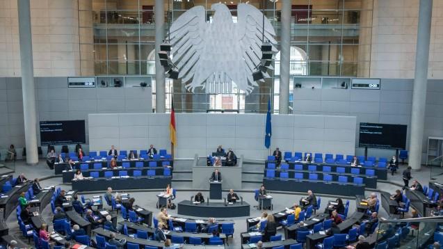 Einen Tag bevor das VOASG im Bundestag besprochen wird, hat die ABDA eine aktualisierte Stellungnahme vorgelegt. (Foto: imago images / Christian Spicker)