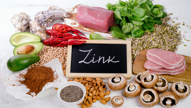 Z wie Zink: Das Spurenelement Zink ist für mehr als 200 Stoffwechselvorgänge im Körper wichtig. Fehlt es, wirkt sich dies unter anderem auch negativ auf das Immunsystem aus. Eine zinkreiche Ernährung oder eine entsprechende Nahrungsergänzung können daher zur Prävention einer Erkältung beitragen. (Foto:bit24 / stock.adobe.com)