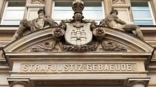 Im Justizforum am Sievekingplatz in Hamburg begann am Dienstag der Prozess gegen den Geschäftsführer einer Radiologiepraxis und einen Apotheker. (Foto: Ajepbah)