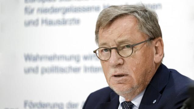 Hausärzte-Chef Ulrich Weigeldt fordert in der FAZ das Dispensierrecht für Ärzte. (Foto: Imago)