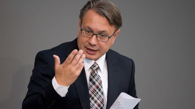 Aufruf für den Koalitionspartner: Der CSU-Gesundheitsexperte Georg Nüßlein fordert die SPD auf, sich in Sachen Rx-Versandverbot zu bewegen. (Foto: dpa)