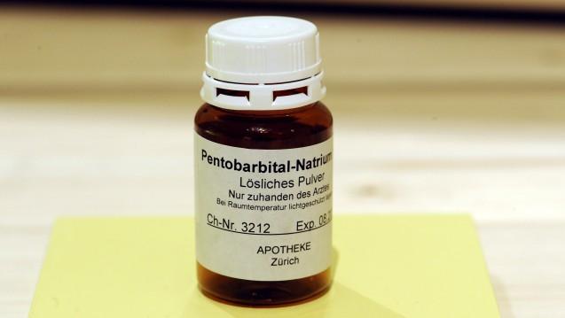 In der Schweiz ist Pentobarital-Natrium erhältlich. Was wäre, wenn ein Suizid-Williger mit einer BfArM-Ausnahmegenehmigung in die Apotheke käme? (Foto: Picture Alliance)