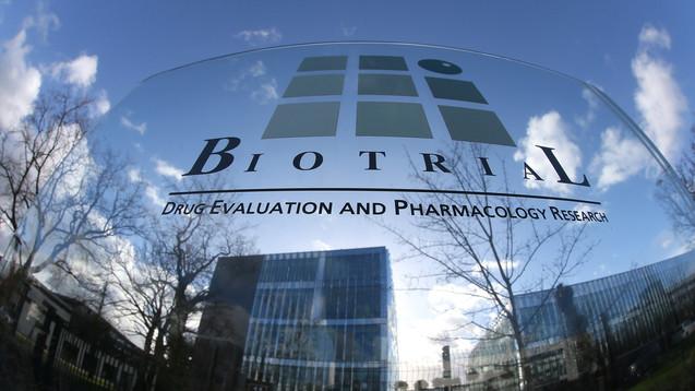 Nebenwirkungen waren schon vorher bekannt, und es gibt Beziehungen zur zuständigen Ethikkommission: Biotrial ist unter Druck. (Foto: dpa)