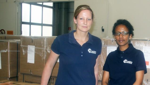 Vorbereitungen für ihren Nepal-Einsatz: Katharina Wilkin und Shushan Tedla von action medeor. (Foto: action medeor)