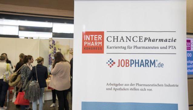 Auf dem Karrieretag CHANCEPharmazie können Pharmazeuten und PTA mit potenziellen Arbeitgebern ins Gespräch kommen. (Alle Fotos: DAZ / Alex Schelbert)