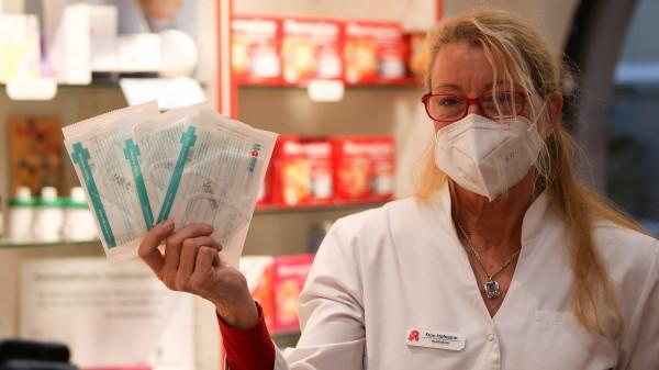 Apotheker investieren viel Energie in Maskenbestellungen