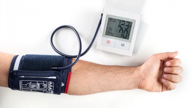 Optimale Blutdruckwerte. Viele Apotheken bieten Blutdruckmessungen als Service für ihre Patienten an. (Foto: Antonio Gravante / Fotolia)
