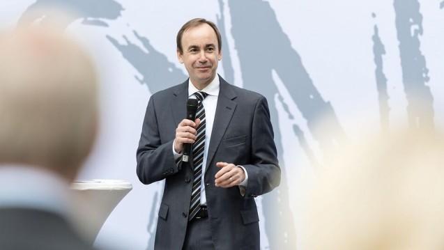 Brian Tyler – hier bei der Einweihung der europäischen Konzernzentrale in Stuttgart im Mai 2017 – wird CEO bei McKesson. ( r / Foto: McKesson)