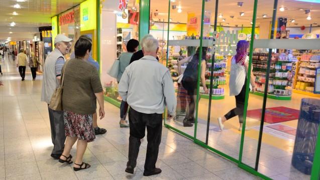 Schwieriger Neustart: Die SaniPlus-Apotheke im Olympia-Einkaufszentrum sammelt für den Sohn ihres Mitarebiters. (Foto: hfd / DAZ.online)