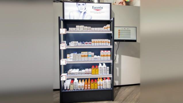 Rowa hat nun auf der Expopharm ein Konzept zur Warensicherung vorgestellt. Hierfür werden vorhandene Regale mit entsprechenden Schächten bestückt, wie man sie aus beispielsweise aus Drogeriemärkten bei der dekorativen Kosmetik kennt. (c / Foto: Schelbert)