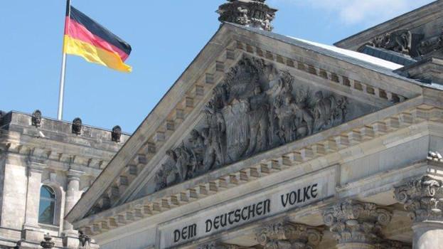 Im September wird der neue Bundestag gewählt. Die Krankenkassen bringen sich in Position. Die Ersatzkassen sparen dabei Forderungen hinsichtlich der Apotheken aus. (Foto: Sket)
