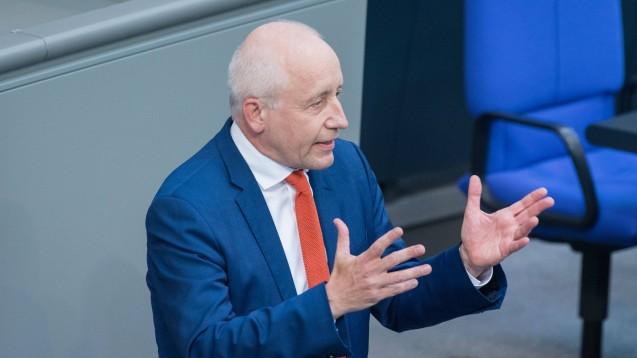 Der Bundestagsabgeordnete und FDP-Gesundheitsexperte Wieland Schinnenburg will wissen, weshalb die BaFin trotz frühzeitiger Hinweise auf finanzielle Unregelmäßigkeiten erst aktiv wurde, als die Lage nicht mehr zu retten war. (c / Foto: imago images / Christian Spicker)