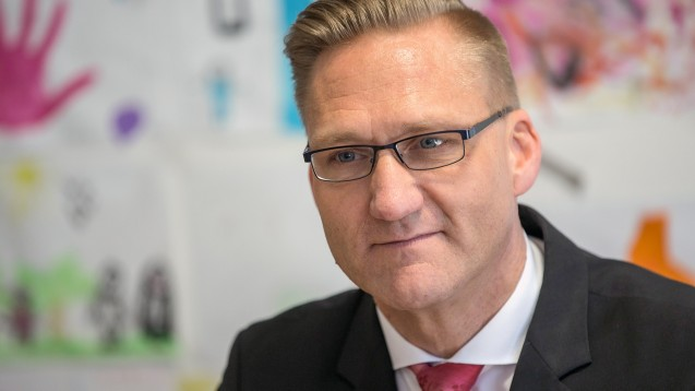 Günter Wältermann, Chef der AOK Rheinland/Hamburg, begrüßt den Vorschlag, dass Apotheker Grippeschutzimpfungen vornehmen sollen. Im AOK-Lager gibt es aber auch andere Meinungen dazu. (m / Foto: dpa)