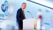 Apotheker und Arzt Thomas Müller ist im Bundesministerium für Gesundheit (BMG) Leiter der Arzneimittel-Abteilung und hat bei der BAH-Mitgliederversammlung die Arzneimittel-Pläne des BMG vorgestellt. (m / Foto: BAH)