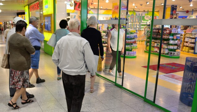 Um zehn Uhr öffnete die Apotheke im OEZ wieder - die Ereignisse werden für die Mitarbeiter wie Kunden ein Einschnitt bleiben.