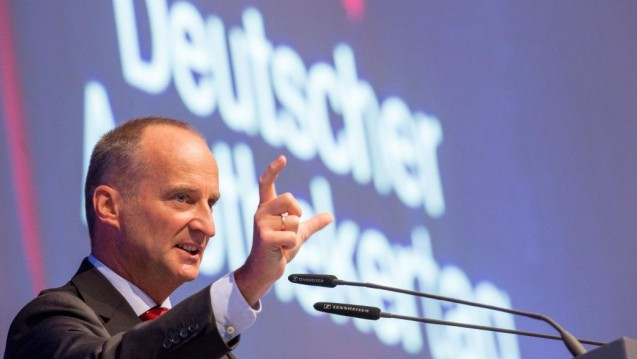 Friedemann Schmidt stellte heraus, dass die persönliche Begegnung zwischen Apotheker und Patient alternativlos ist. (Foto:DAZ /Schelbert)