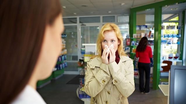 Gerade zur Winterzeit spielen Erkältungspräparate in der Apotheke eine wichtige Rolle (Foto: Robert Knechke / stock.adobe)