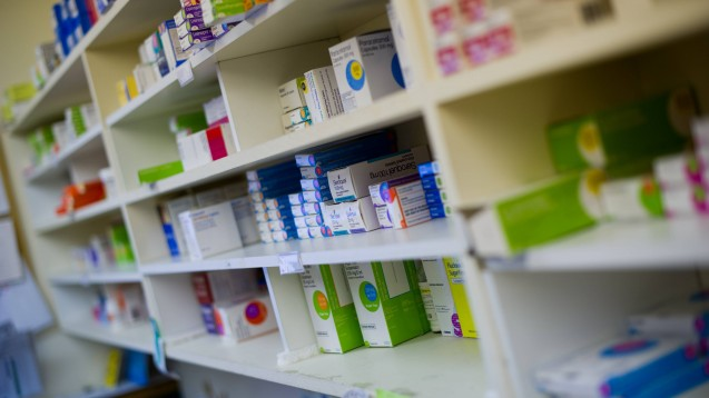 """Ein Arzneimittel kommt auf die Exportverbotsliste, wenn es für den Bedarf von Patienten in UK gebraucht wird, wenn es parallelexportiert wird oder vom Parallelexport """"bedroht"""" ist und wenn der Export zu einem inländischen Lieferengpass beiträgt oder beitragen könnte. (m / Foto: imago images / Fraser Band)"""