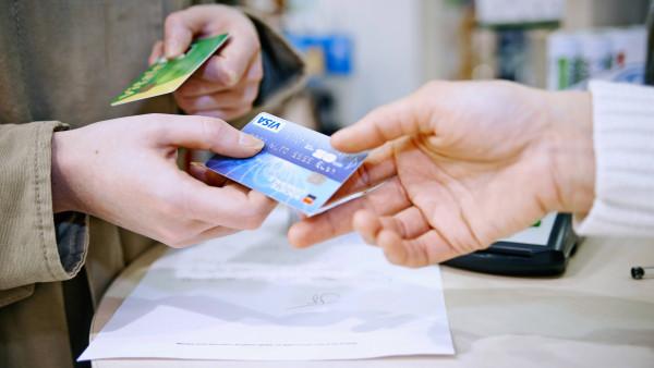 Keine Gebühren mehr bei Zahlungen mit Visa und Mastercard