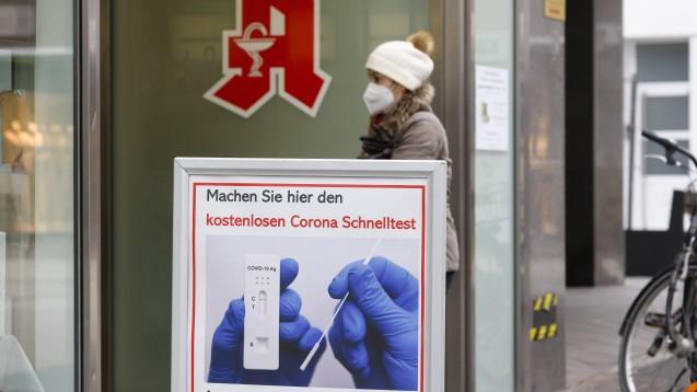 In Bayern dürfen Apotheken auch weiterhin Bürgertests durchführen, die notwendige Allgemeinverfügung wurde erneuert. (Foto: IMAGO / Rupert Oberhäuser)