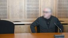 Stichwort Brüggen-Bracht: Das Landgericht Krefeld hat den Heilpraktiker Klaus R., hier beim Prozessauftakt am 29. März 2019, wegen fahrlässiger Tötung und Verstößen gegen das Arzneimittelgesetz verurteilt. (Foto: dpa picture alliance)