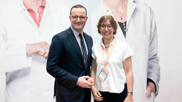 Jens Spahn und Gabriele-Regina Overwiening kennen sich schon länger aus Spahns Wahlkreis. Nun wollen beide zusammen live im Internet über das Thema 'Apotheken und Corona' diskutieren. (c / Foto: AKWL)