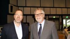 Prof. Dr. Walter Raasch, Fortbildungsbeauftragter der Apothekerkammer Schleswig-Holstein (li), und Gerd Ehmen, Präsident der Apothekerkammer Schleswig-Holstein. (Foto: tmb/DAZ)