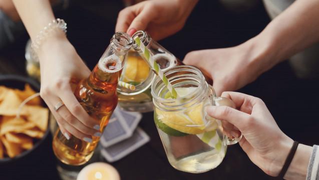 Immer mehr Teenager landen wegen einer Alkoholvergiftung in der Klinik. (Foto Yeko Photo Studio / fotolia)