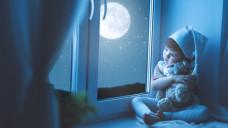 Was hilft, wenn der Sandmann nicht kommen mag? Schäfchen zählen, Sterne gucken, kuscheln oder doch Arzneimittel? ( r / Foto: JenkoAtaman / stock.adobe.com)