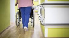 Laut einer Studie sind in deutschen Pflegeheimen etwa 17.000 Arbeitsplätze unbesetzt. (Foto: Imago)