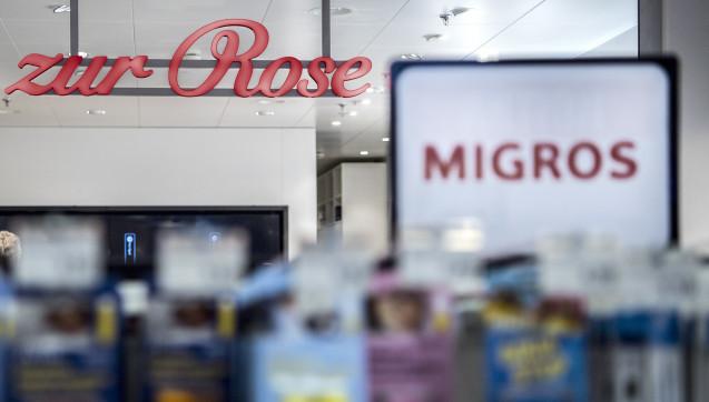 In der Schweiz kooperieren Krankenkassen mit der Versandapotheke Zur Rose und der Supermarktkette Migros. (Foto: dpa)