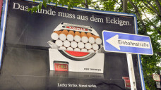 Plakate mit Zigarettenwerbung sind innerhalb der EU nur noch in Deutschland erlaubt. (Foto: Imago)