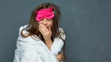 """Wie bleibt man trotz gestörtem Schlafrhythmus leistungsfähig? """"Sleep management skills"""" könnten weiterhelfen. (Foto:Yuriy Shevtsov / stock.adobe.com)"""