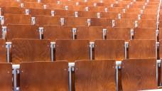 Das Problem der leeren Hörsäle hat die Pharmazeutische Fakultät in Jena nicht: Ihnen fehlen die Plätze. (Foto: Catalin / Fotolia)