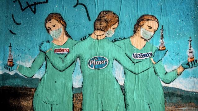 The Three Vaccines, ein Graffiti des italienischen Stadtkünstlers TVBoy Salvatore Benintende in Barcelona. (Foto: imago images / ZUMA Wire)