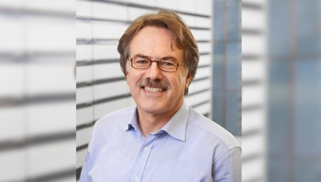 Emil Erich Karl Peiffer ist Apothekenleiter der Löwen Apotheke seit 1983.