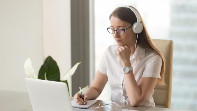 Fortbildung zu Hause: Webinare machen es möglich. Am 9. Januar stellt Adexa-Rechtsanwältin Minou Hansen Dauerbrenner aus ihrer Rechtsberatung vor. (Foto: fizkes/stock.adobe.com)