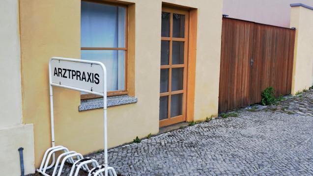 Mangelware Hausarzt: In immer mehr Regionen ist die wohnortnahe medizinische Versorgung in Gefahr. (Foto: ArTo / Fotolia)