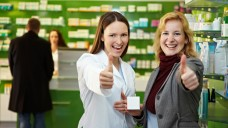 """""""Apotheke und Patient"""" ist eine der beiden Kategorien, in der kreative Projekte gesucht werden. (Foto: Robert Kneschke / stock.adobe.com)"""
