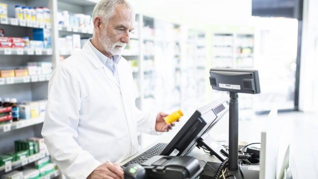 Unter Beschuss: An die Computer in Arztpraxen und Apotheken wird derzeit eine Mail verschickt, in der es um Patientendaten gehen soll. Dabei handelt es sich um einen Trojaner. (Foto: Imago images / Westend61)