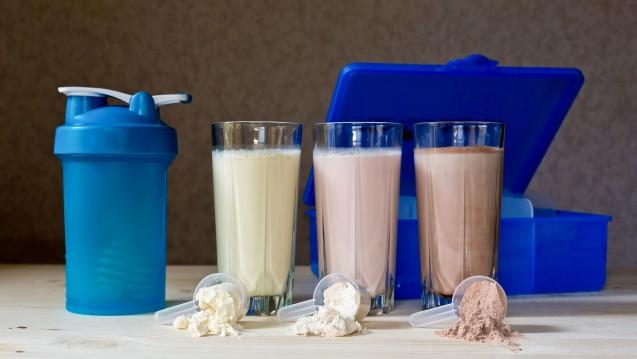 Die meisten Diätdrinks ernten niederschmetternde Urteile von Ökotest. (m / Foto: korchemkin / stock.adobe.com)